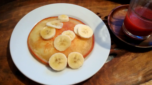 Treat yourself in the morning: pancakes, grapefruit juice!